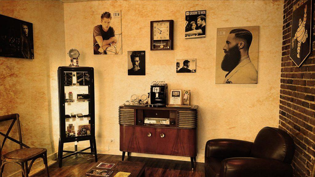 salle_attente_vue_mur_coifman_coiffeur_barbier_barbershop_ultra_filtre_vieilli